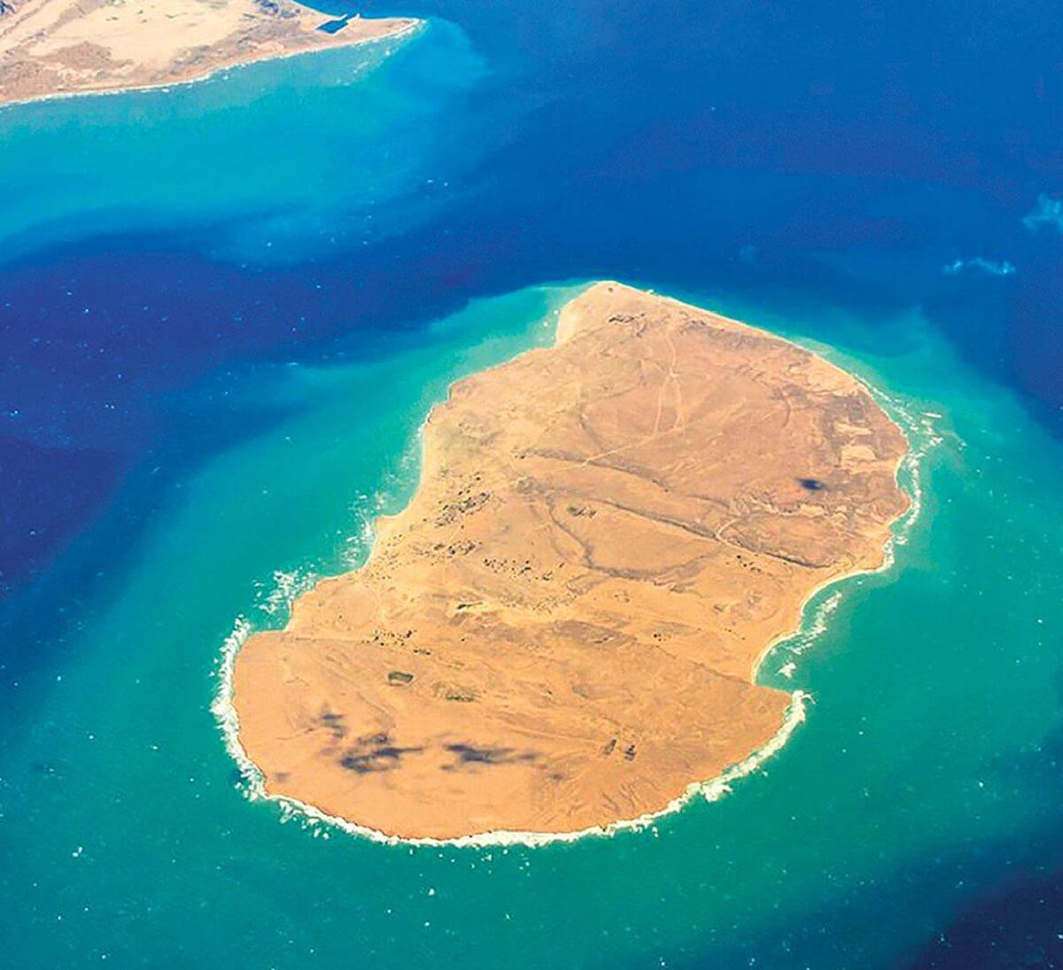 تصویر هوایی از جزیره زیبا و بکر هندورابی در مجاور جزیره کیش