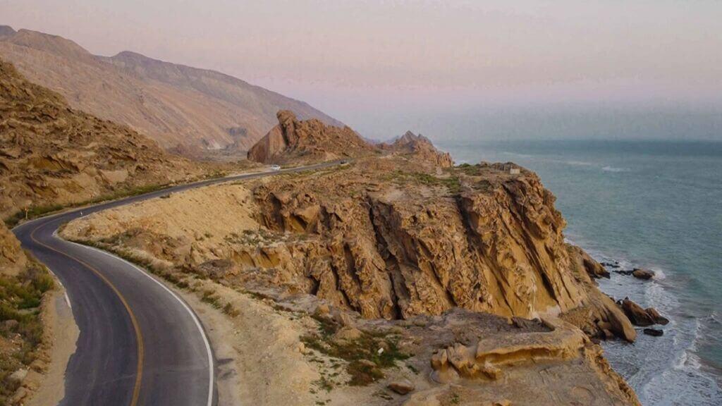 جاده ساحلی بندر مقام در مسیر بندرعباس به بندر بوشهر