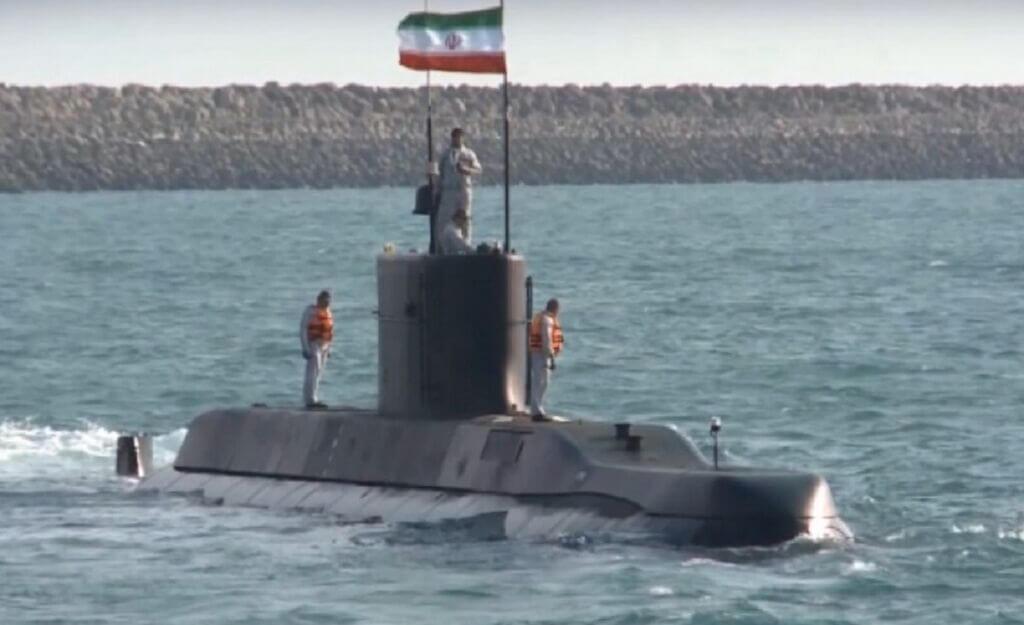 زیردریایی تمام ایرانی و بومی نیمه سنگین فاتح در رزمایش ذوالفقار 99 ارتش