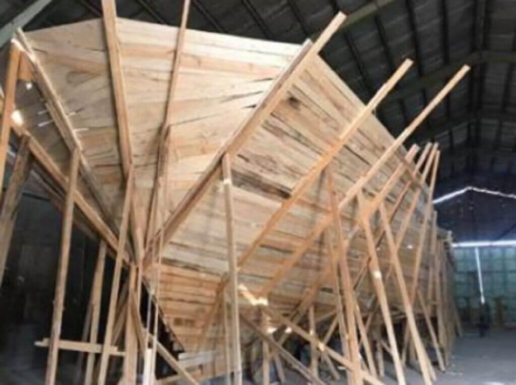 ساخت کشتی تفریحی سه طبقه لیان یک در بوشهر