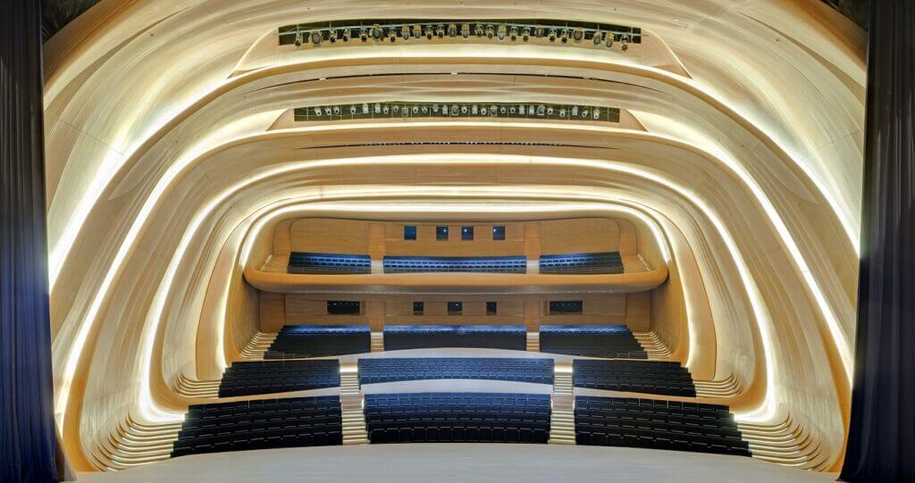 سالن داخلی مرکز فرهنگي حيدرعلياف بندر باکو آذربایجان (Heydar Aliyev Center)