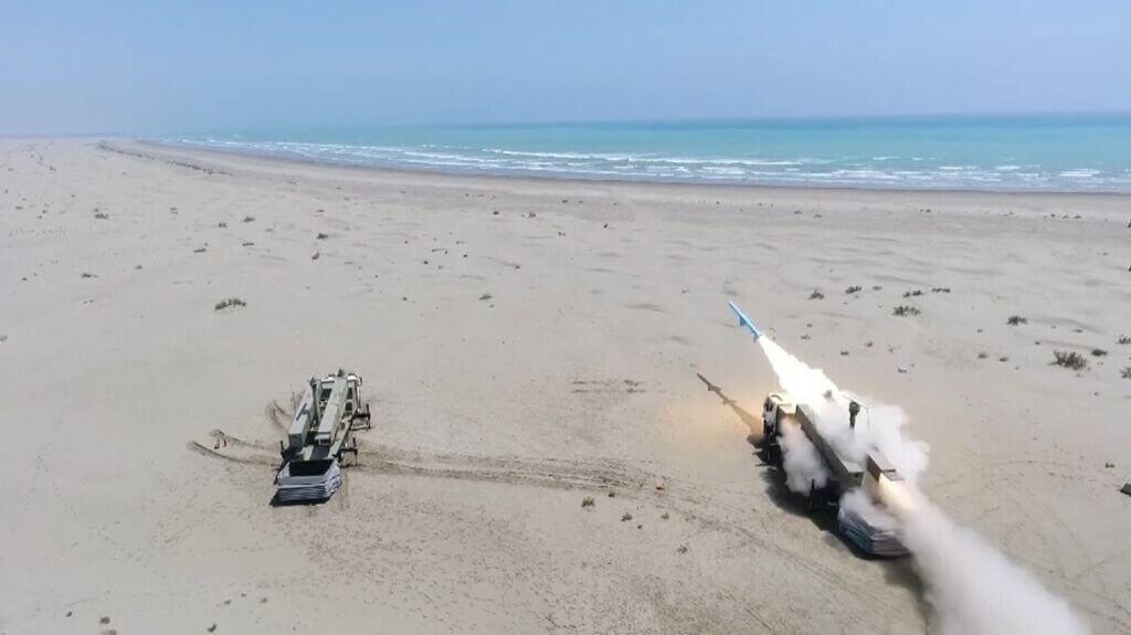 شليک موشک ساحل به دريا قادر در رزمايش ذوالفقار 99 ارتش