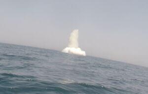 شلیک موشک زیرسطح به سطح از زیردریایی غدیر در رزمایش ذوالفقار 99 ارتش