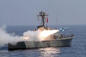 شلیک موشک کروز نصر از یگانهای سطحی شناورهای نیروی دریایی ارتش در رزمایش ذوالفقار