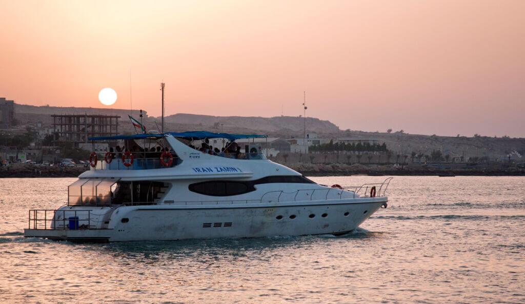 شناور مسافربری ایران زمین 1 مسیر دریایی قشم