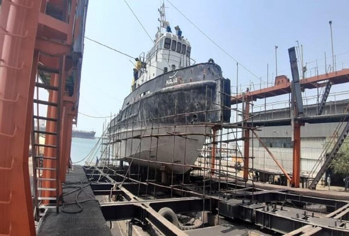 الحاق شناور نجف پس از تعمیرات اساسی زیرآبی به ناوگان دریایی