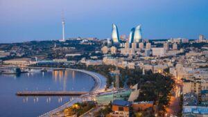 عکس از برج های بندر باکو آذربایجان از ساحل دریا