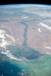عکس ماهوارهای از رودخانه و دلتای ولگا که به دریای کاسپین(خزر) میریزد