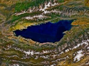 عکس ماهواره ای دریاچه ایسیک کول - مروارید قرقیزستان از فضا