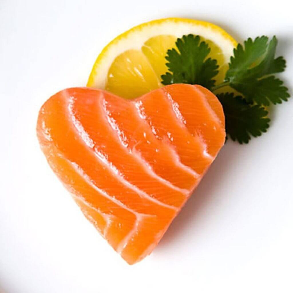 غذای ماهی خوردنی به شکل قلب