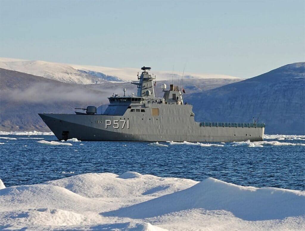 ناوشکن HDMS Knud Rasmussen نیروی دریایی دانمارک در قطب شمال