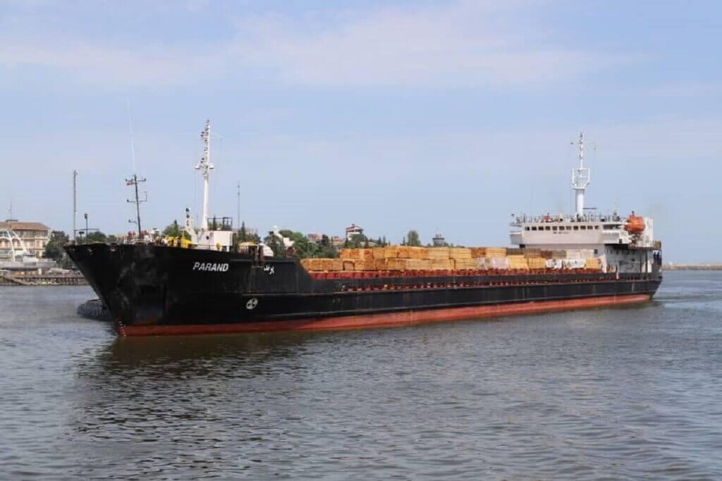 پهلوگیری کشتی پرند (parand) در اسکله بندر انزلی