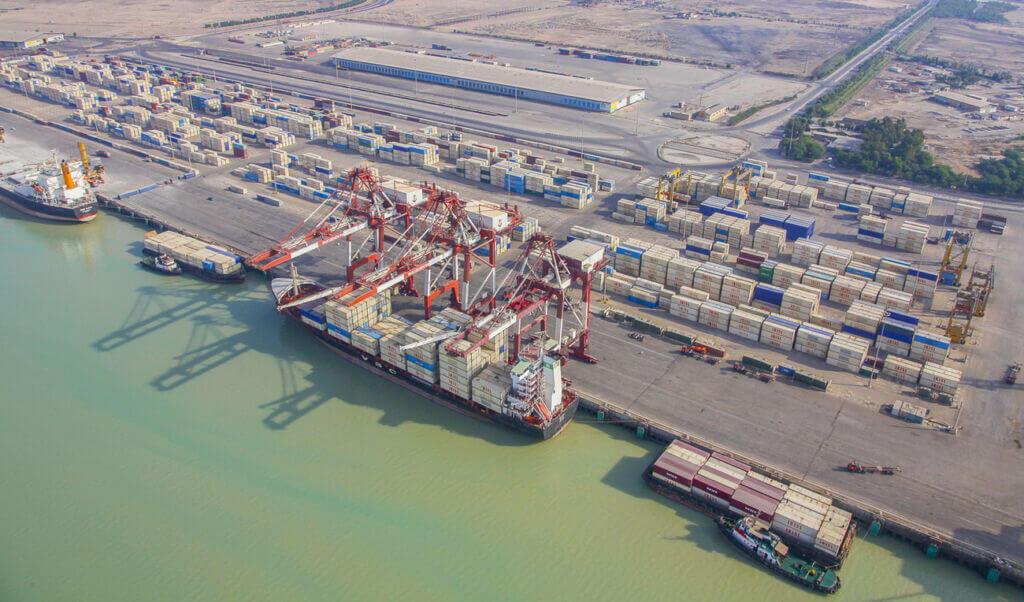 کشتی کانتینربر در اسکله بندر امام خمینی خوزستان