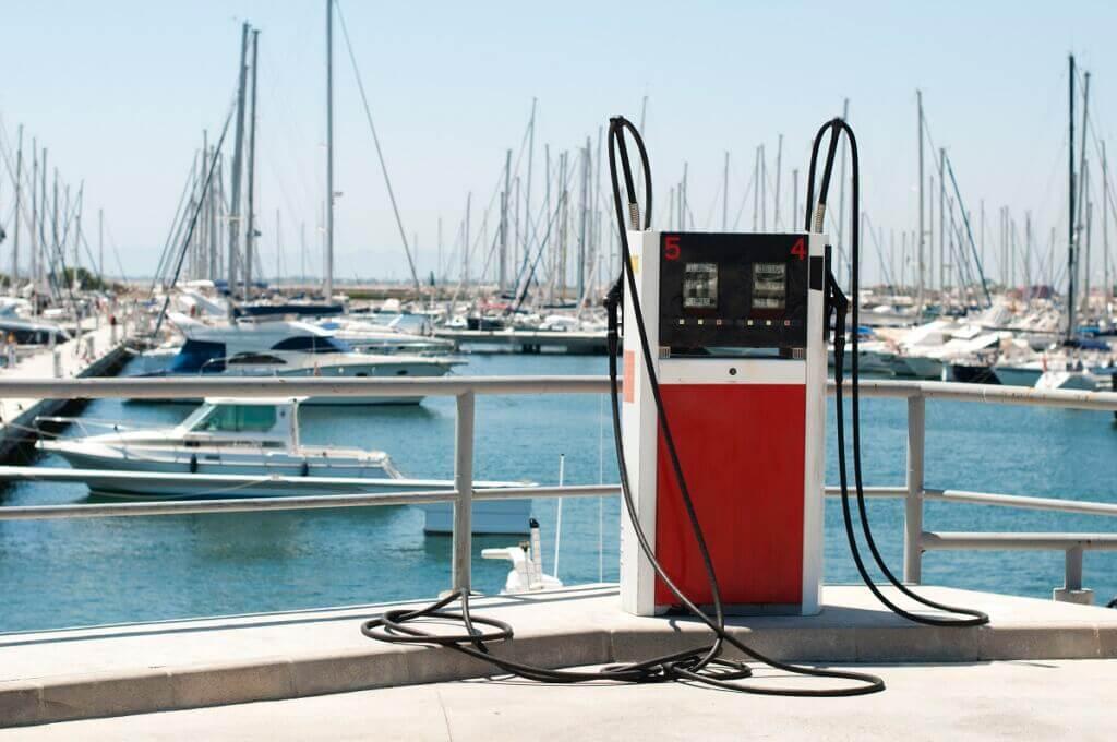 ایستگاه سوخت بنزین، گاز و گازوئیل دریایی-Marina petrol station