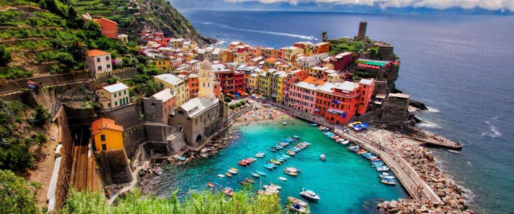 بندر توریستی پورتوفینو در استان ساحلی جنوا در لیگوریا ایتالیا
