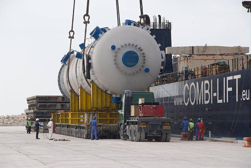 تخلیه برج 800 تنی از کشتی