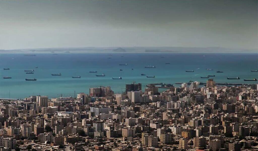 تصویر هوایی از تراکم ساختمان و آپارتمانها در شهر ساحلی بندرعباس