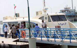 شناور آذرخش 907 در بندر مسافربری شهید حقانی بندرعباس