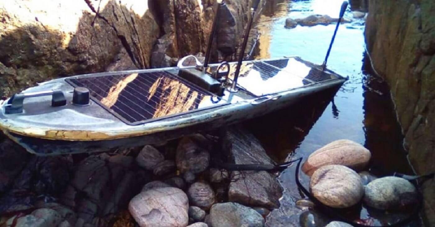 قایق بدون سرنشین آمریکا در ساحل اسکاتلند به گل نشست