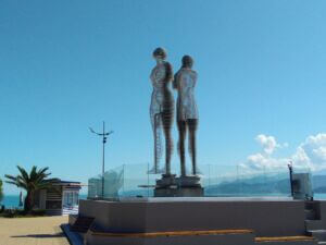 مجسمه علی و نینو در بندر باتومی گرجستان