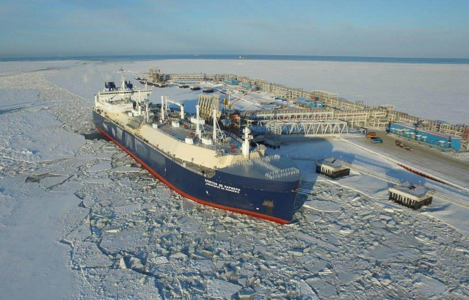 کشتی یخ شکن حمل ال ان جی در تاسیسات یامال شرکت نواک روسیه