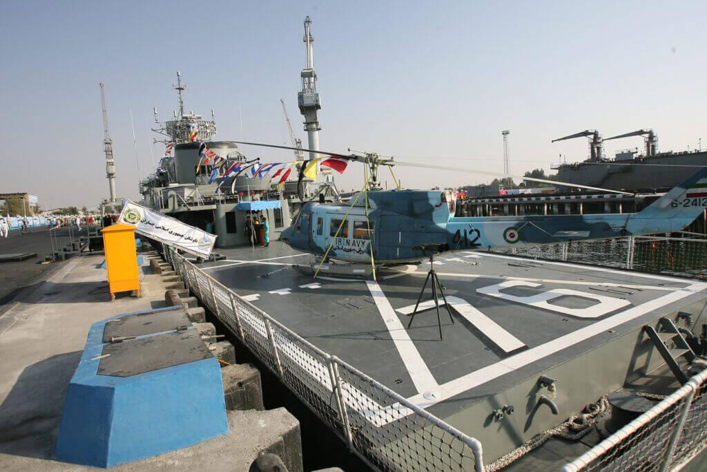 بالگرد AB-212 نیروی دریایی ارتش بر روی پد عرشه ناو جماران