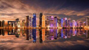 برجها و آسمان خراشهای شهر ساحلی دوحه قطر