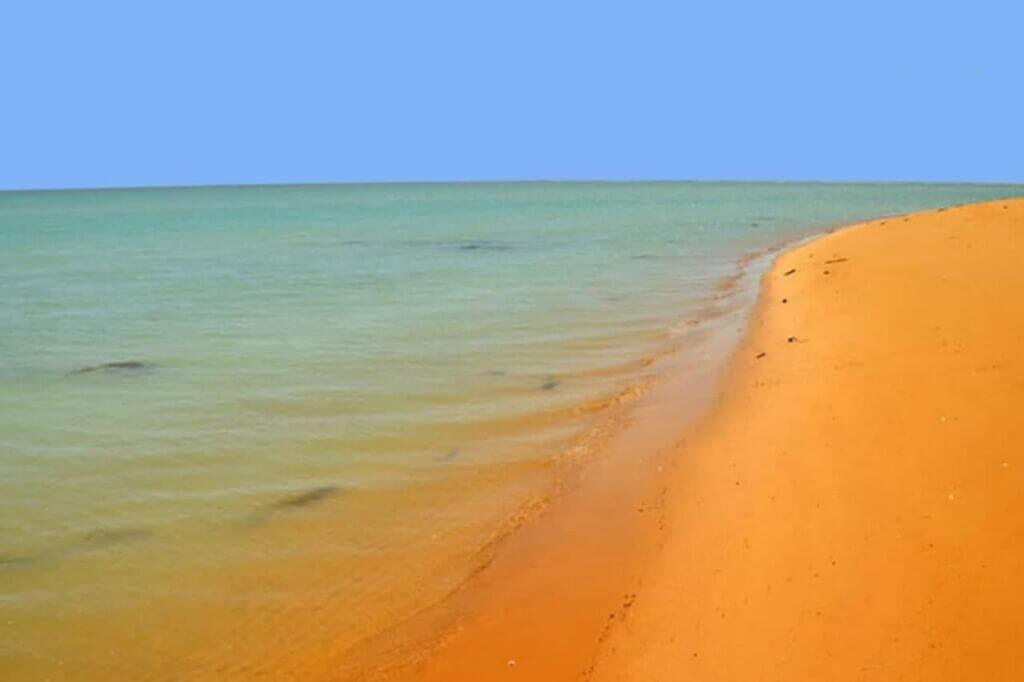 جزیره غیرمسکونی تهمادون (جبرین)در بندر دیر بوشهر