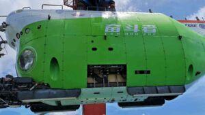 زیردریایی سرنشین دار چینی به نام «فن دو جه» (تلاشگر)