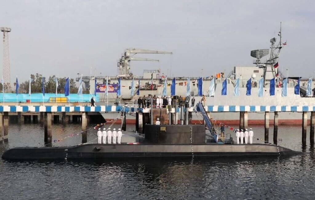 زیردریایی کلاس فاتح در حال دریانوردی و عملیات