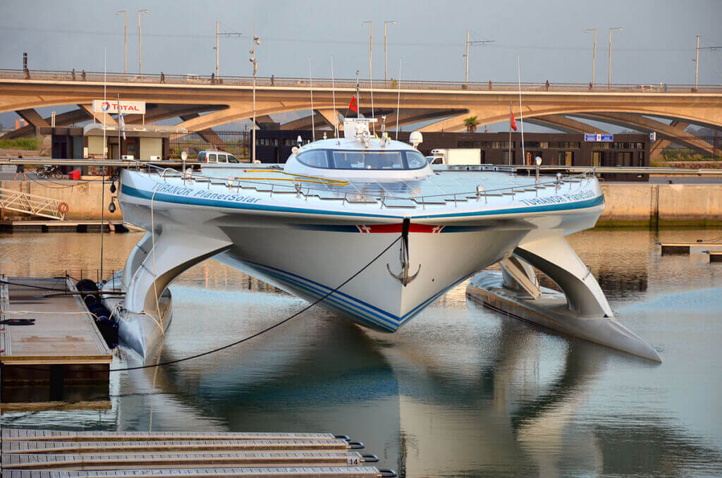 قایق و کشتی برقی