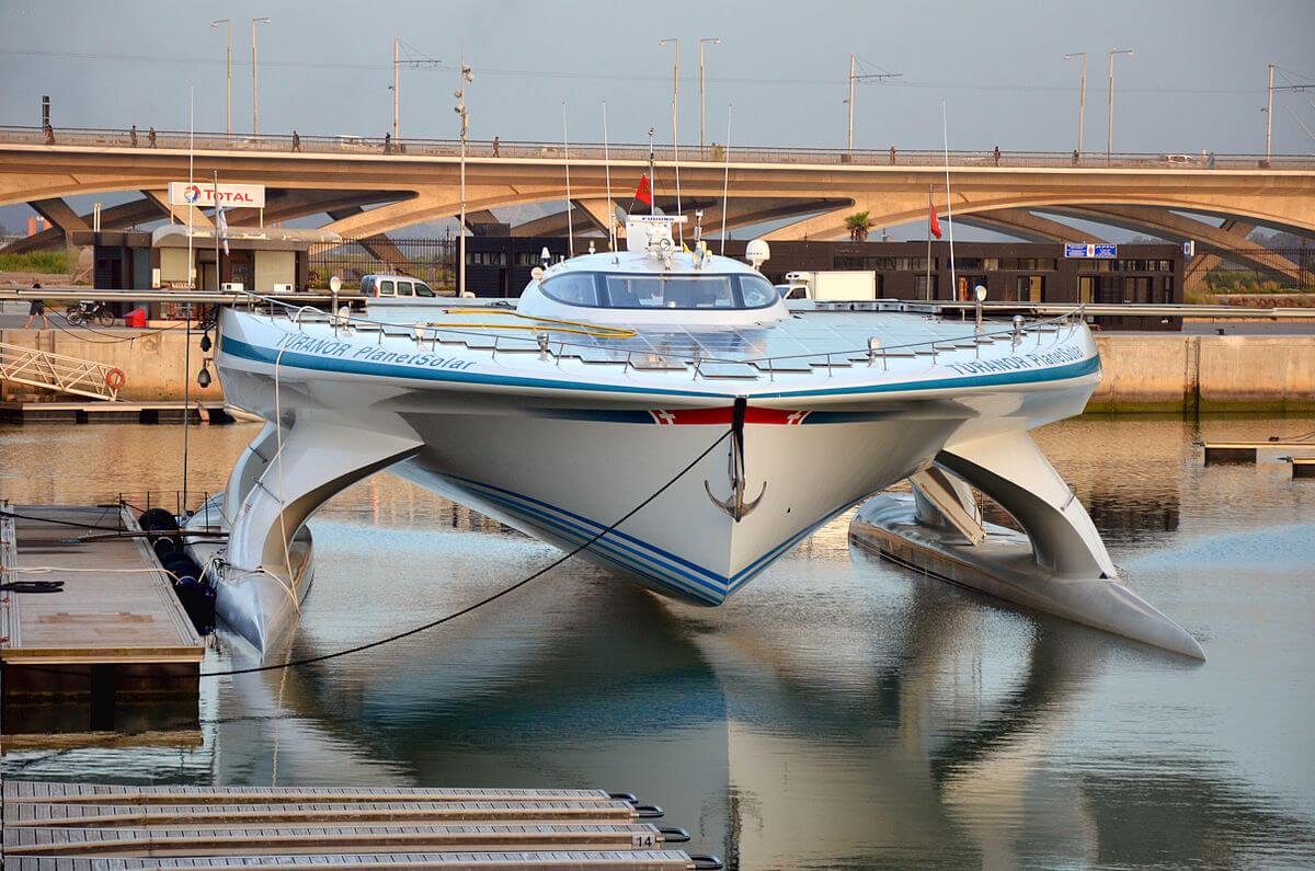شارژ کشتیهای برقی در وسط دریا!