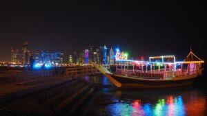 لنج تفریحی در ساحل کرنیش دوحه قطر