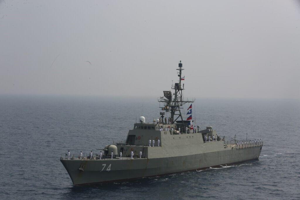 ناوشکن سهند از کلاس موج در رزمایش ذوالفقار 99 نیروی دریایی ارتش