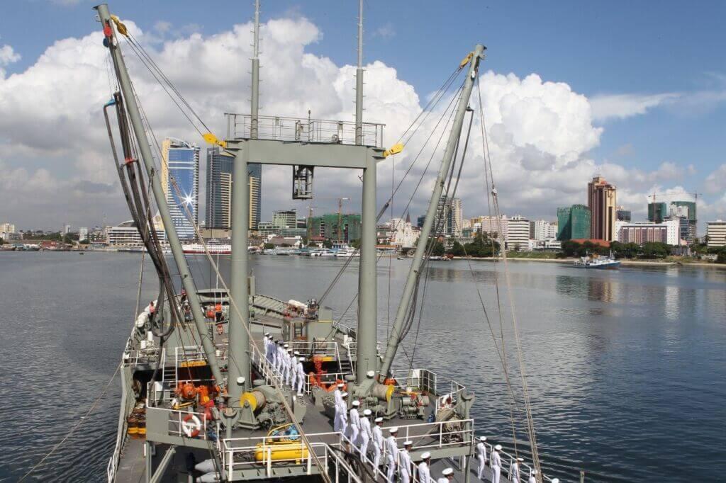 کارورزی افسران نیروی دریایی ارتش بر روی ناو لجستیک بوشهر در کشورهای جنوب شرق آسیا اندونزی و مالزی