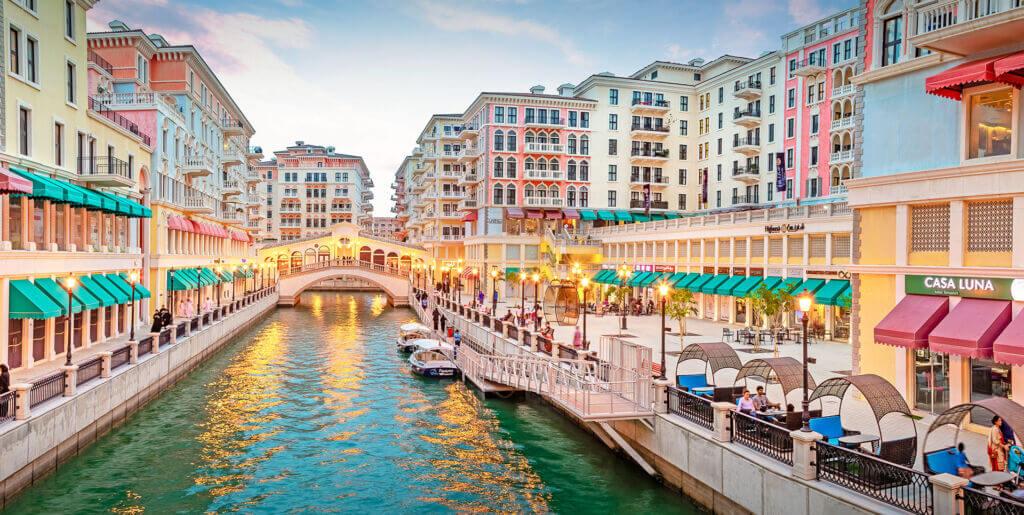 کانال قایقرانی با آب دریا داخل جزیره مروارید دوحه قطر