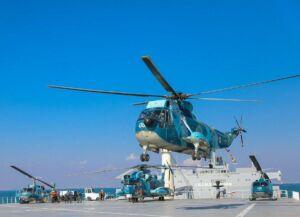 بالگرد نیروی دریایی ارتش روی ناو بندر مکران
