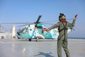 راهنمای بالگرد روی ناوبندر مکران نیروی دریایی ارتش