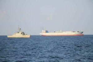 ناوبندر مکران در کنار ناو سهند نیروی دریایی ارتش