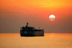 ناو بندر مکران نیروی دریایی ارتش در غروب آفتاب دریا