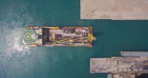تعمیر شناور لولهگذار C-master در یارد کشتی سازی ایزوایکو