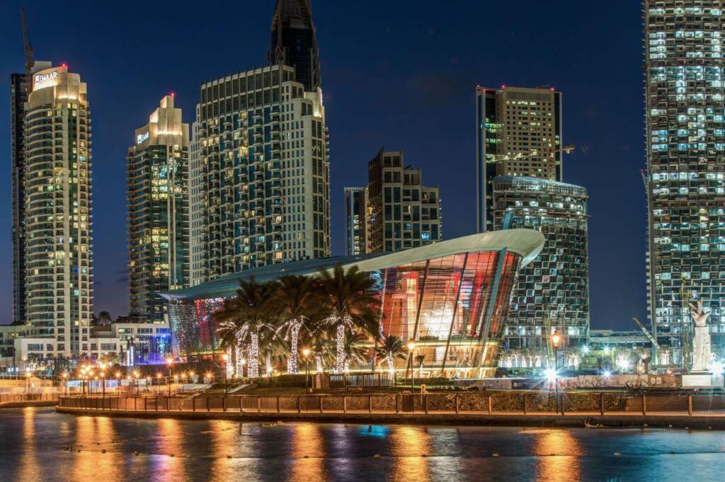 برج اپرا دوبی در شب- opera Dubai at night