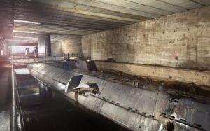 نمایی از حضور یک زیردریایی در داخل پناهگاه بتنی