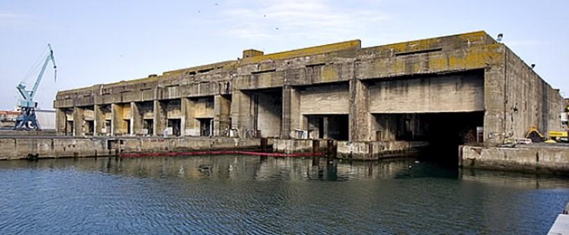 پناهگاه زیردریاییها در لاروچل