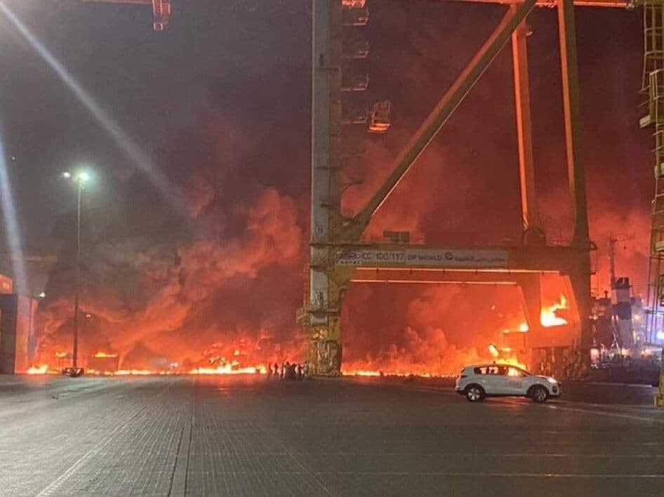 انفجار یک نفتکش در بندر جبل علی (+فیلم)