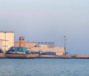 تصویر واضح از نمای جانبی شناور موشک انداز شهید سلیمانی